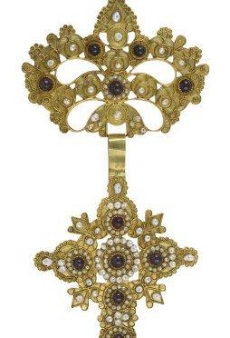 Γυναικείοι σταυροί του 19ου αιώνα απο τα νησιά του Αιγαίου και του Ιονίου απο το Μουσείο Μπενάκη